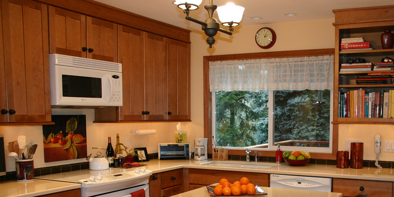 Kitchen Layouts: A Vote for the Traditional Galley