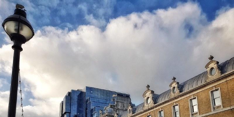 Gambrel Roofs Establish Dutch Colonial Revivals